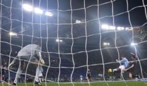 Lazio-Inter gol di Klose da dietro la porta