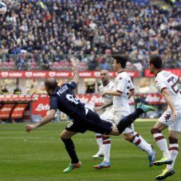Palacio, un gol nella noia, un po' meglio nella ripresa