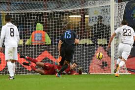 Handanovic non basta a salvare Mazzarri dai fischi
