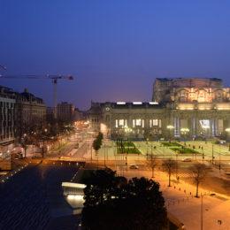Milano - Visuale notturna della Stazione Centrale