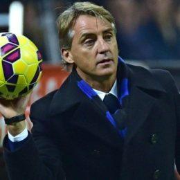 """Mancini: """"La difesa a tre è un'idea, comunque vada Napoli favorito per lo scudetto"""""""