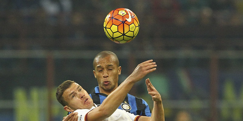 MILAN, ITALY - OCTOBER 31:  Edin Dzeko of AS Roma competes for the ball with Joao Miranda de Souza Filho (back) of FC Internazionale Milano during the Serie A match between FC Internazionale Milano and AS Roma at Stadio Giuseppe Meazza on October 31, 2015 in Milan, Italy.  (Photo by Marco Luzzani/Getty Images)