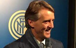 """Mancini: """"Rimango anche l'anno prossimo, sugli arbitri.."""""""