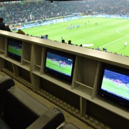 Sì al calcio moderno e al business, no alla politica nel calcio