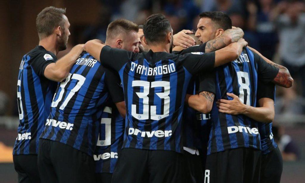 Giocatori dell'Inter che esultano