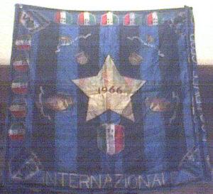 Vecchia bandiera interista