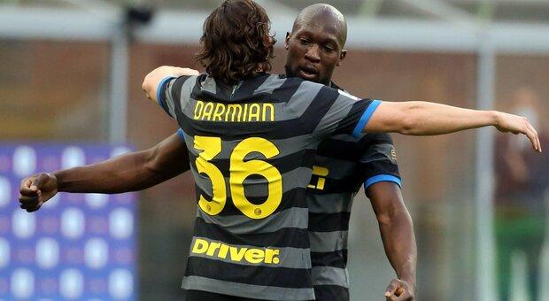 Darmian e Lukaku esultano dopo il gol al genoa e si preparano alla partita con il Parma